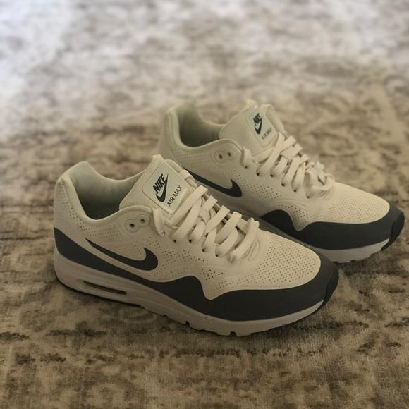 86cbbd73a Nike Air Max 1 Ultra Moire Women s Size 7. M 5b310fab8ad2f987567a2963